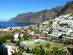 Los Gigantes hotels with sea view