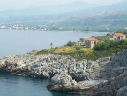 Top-3 romantic Stoupa hotels