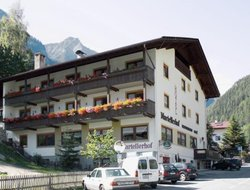 Top-3 hotels in the center of Enetal