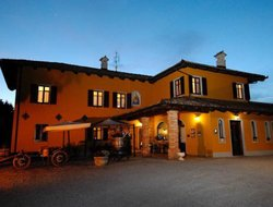 Monforte hotels with restaurants