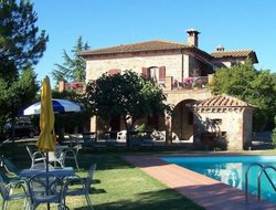 Montefollonico hotels with swimming pool