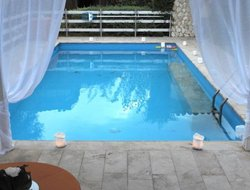 Zona Industriale II hotels with swimming pool