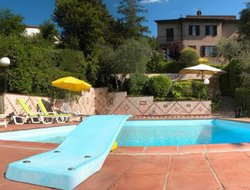 Quercegrossa hotels with swimming pool