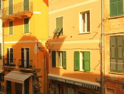 Vernazza hotels with sea view