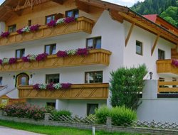 Pets-friendly hotels in Arzl