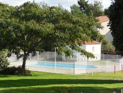 Clisson hotels with swimming pool