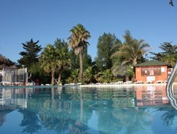 Barcares-de-Saint-Laurent hotels with swimming pool