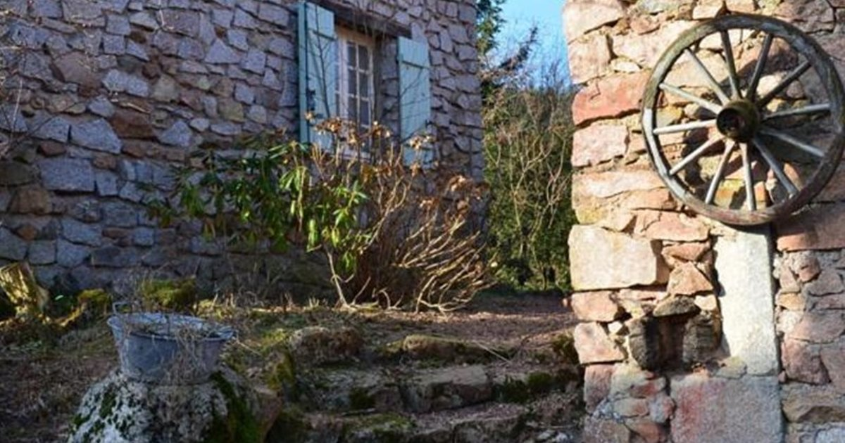 Holiday Home En Pierres Moux en Morvan