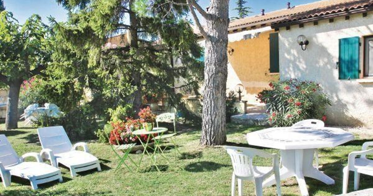 Holiday home Visan QR-938