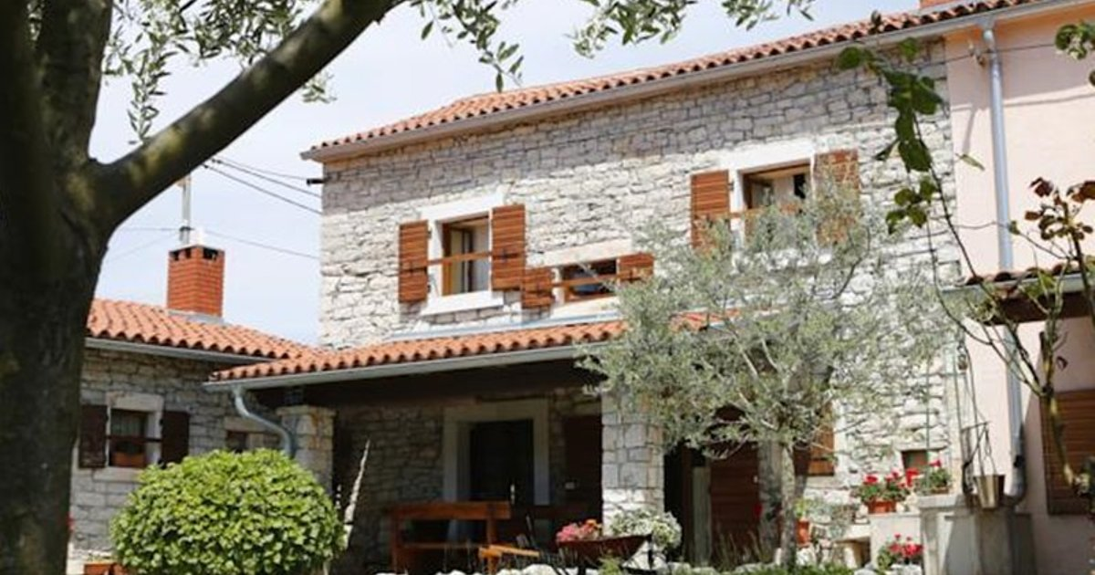 HOLIDAY HOME BATELANI