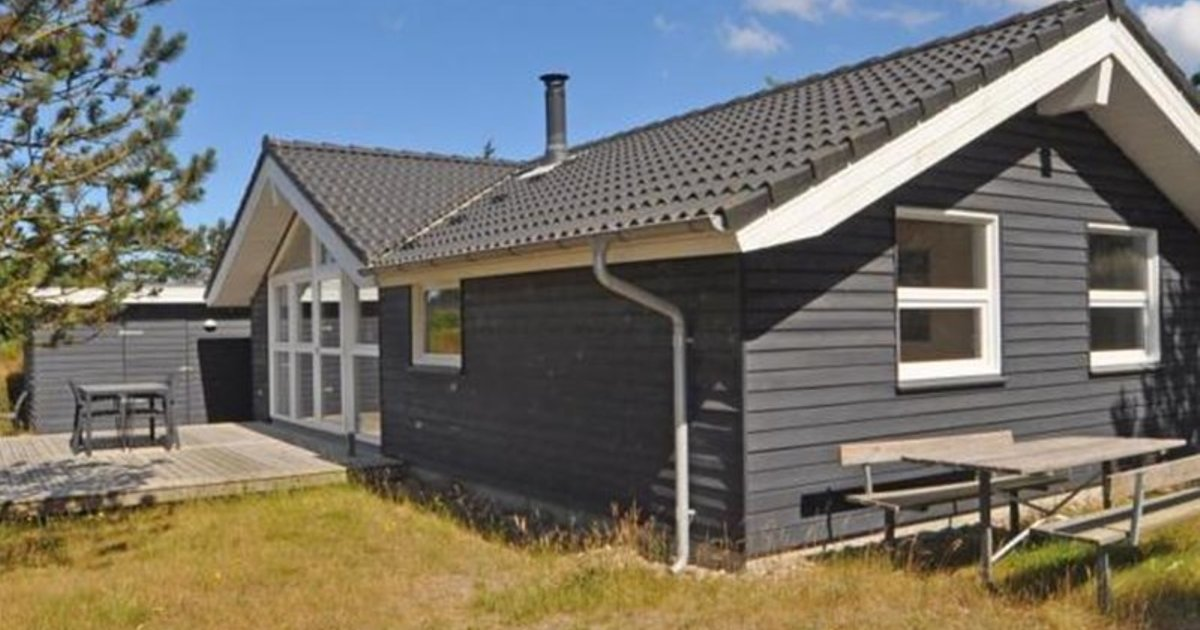 Holiday home Urfuglevej Henne I