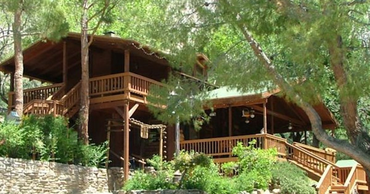 Whispering Pines Lodge Bed and Breakfast