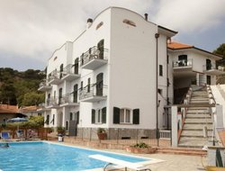 Laigueglia hotels with swimming pool