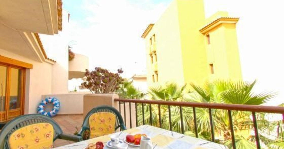 Apartment with communal pool in Punta Prima III