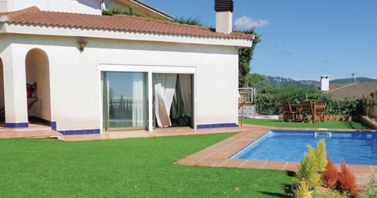 Six-Bedroom Holiday home St. Cebriá de Vallalta with a room Hot Tub 09