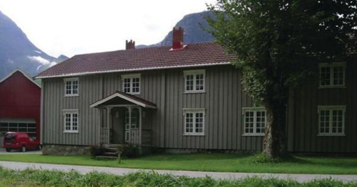 Holiday home Eresfjord Jovollstua