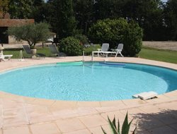 Montfavet hotels with swimming pool