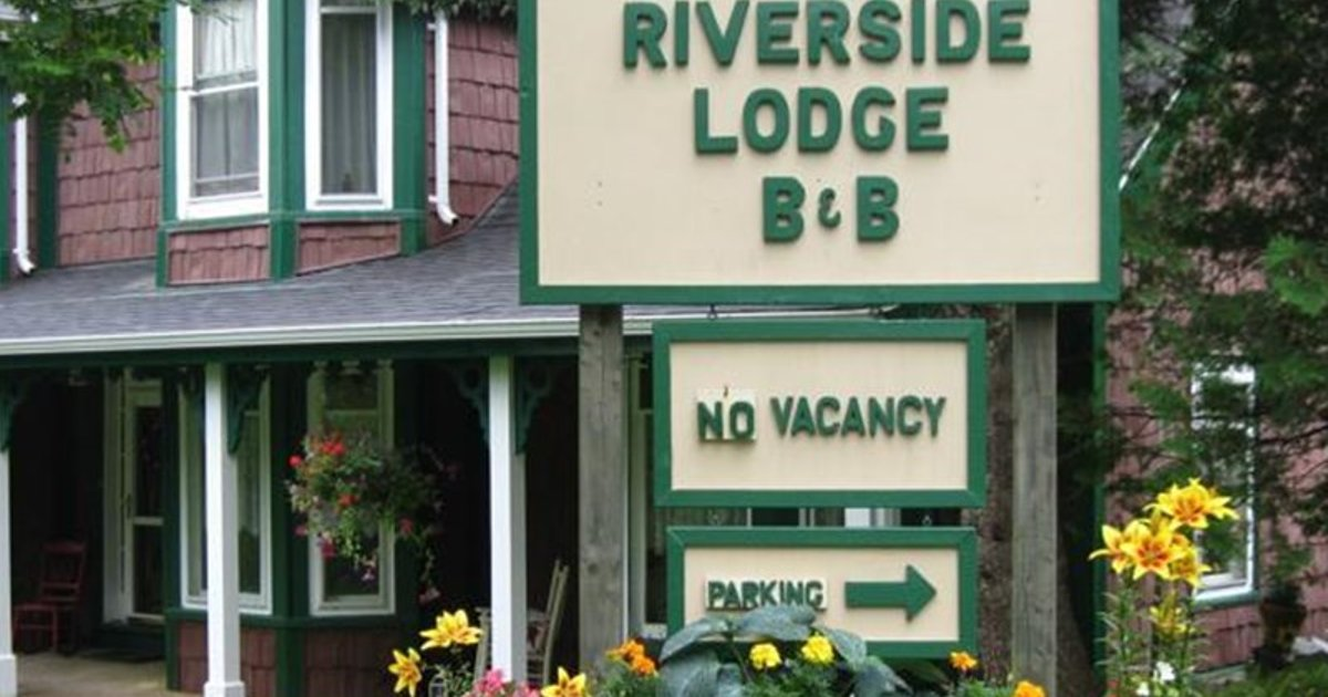 Old Riverside Lodge Bed & Breakfast