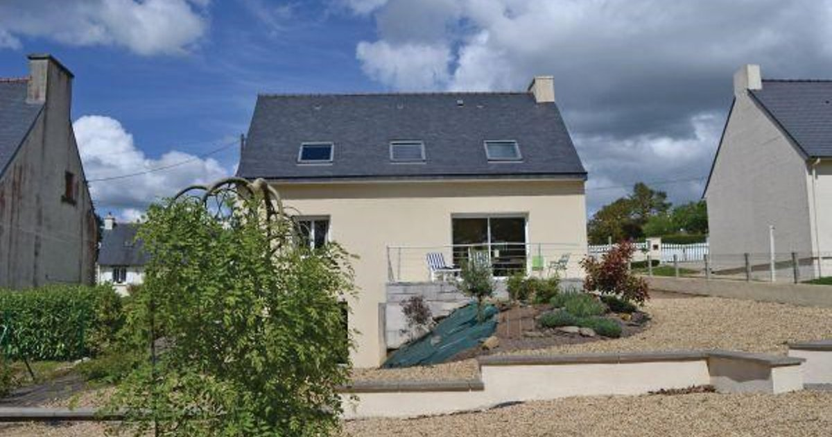 Holiday home Poullaouen 51