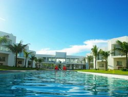 Itacimirim hotels with swimming pool
