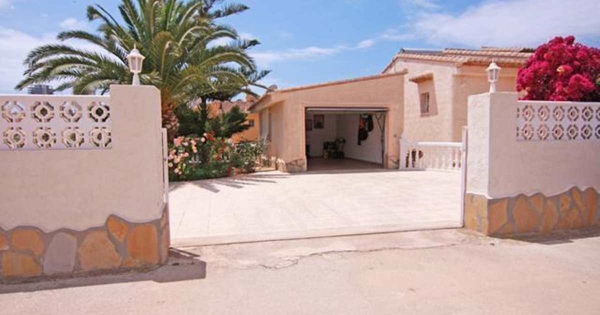 Apartment with garden, near the beach in Calpe