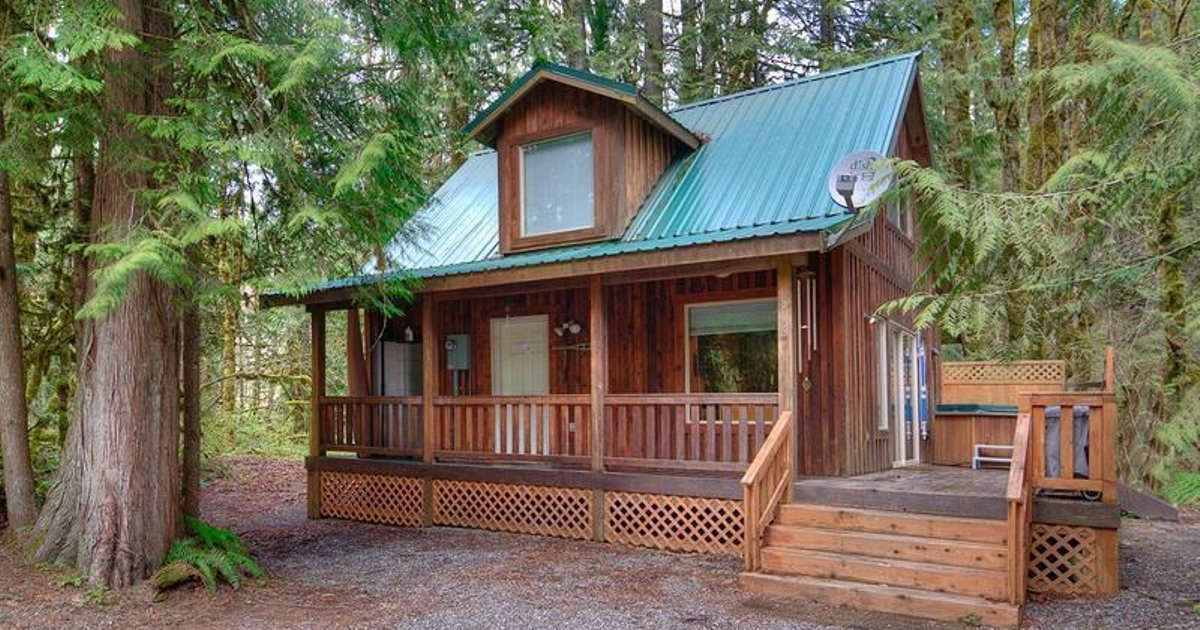 Cedar Sky Cabin, Vacation Rental at Skykomish