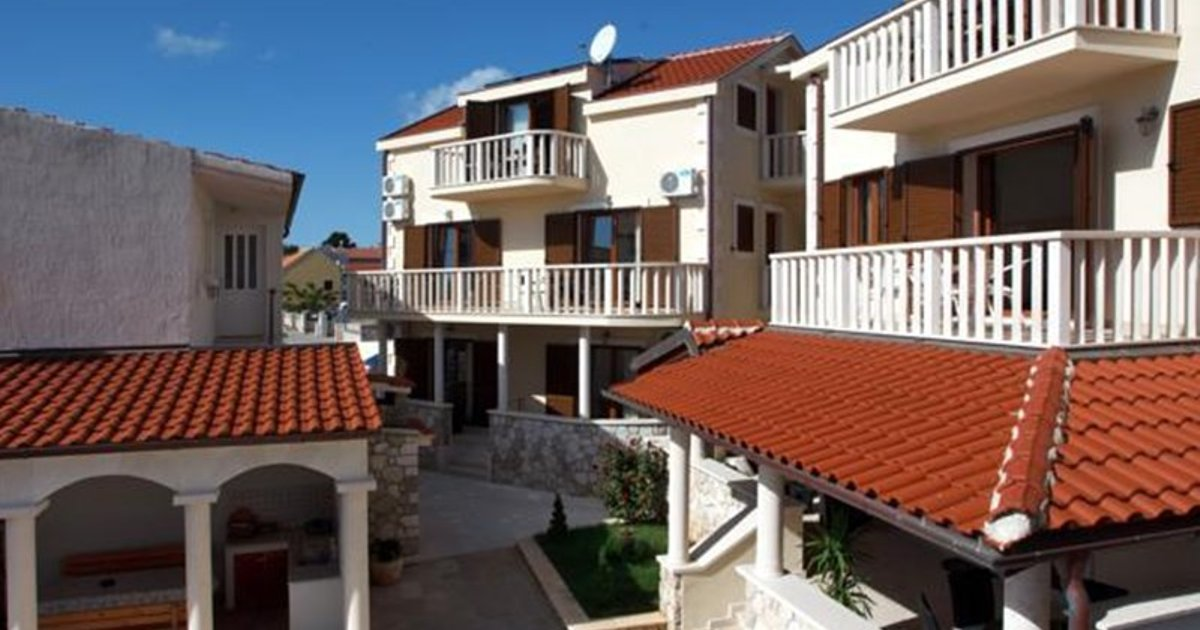 Apartments Tisno