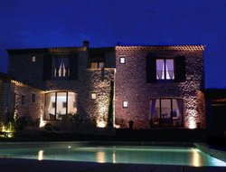 Gordes hotels with restaurants
