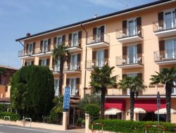 Top-10 hotels in the center of Bardolino