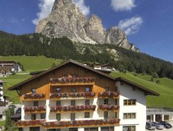 Corvara hotels with restaurants