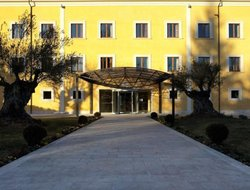 L'Aquila hotels with swimming pool