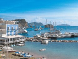 Top-8 hotels in the center of Ponza Village