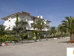 Vasto hotels with swimming pool