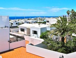 Puerto del Carmen hotels with sea view