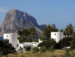 Cala Vadella hotels with swimming pool
