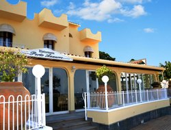 Giardini-Naxos hotels with restaurants