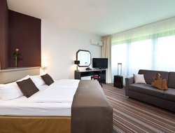 Norderstedt hotels with restaurants