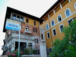 Castelletto di Brenzone hotels with restaurants