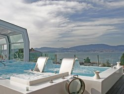 Vigo hotels with swimming pool