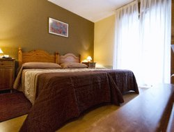 Soto de Cangas hotels with restaurants