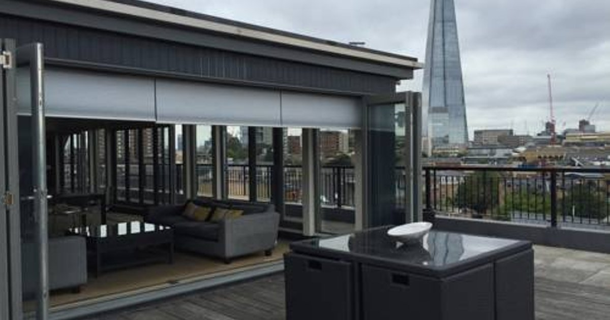 Top floor flat with amazing views near Tower Bridge