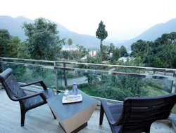 Bhim Tal hotels with lake view