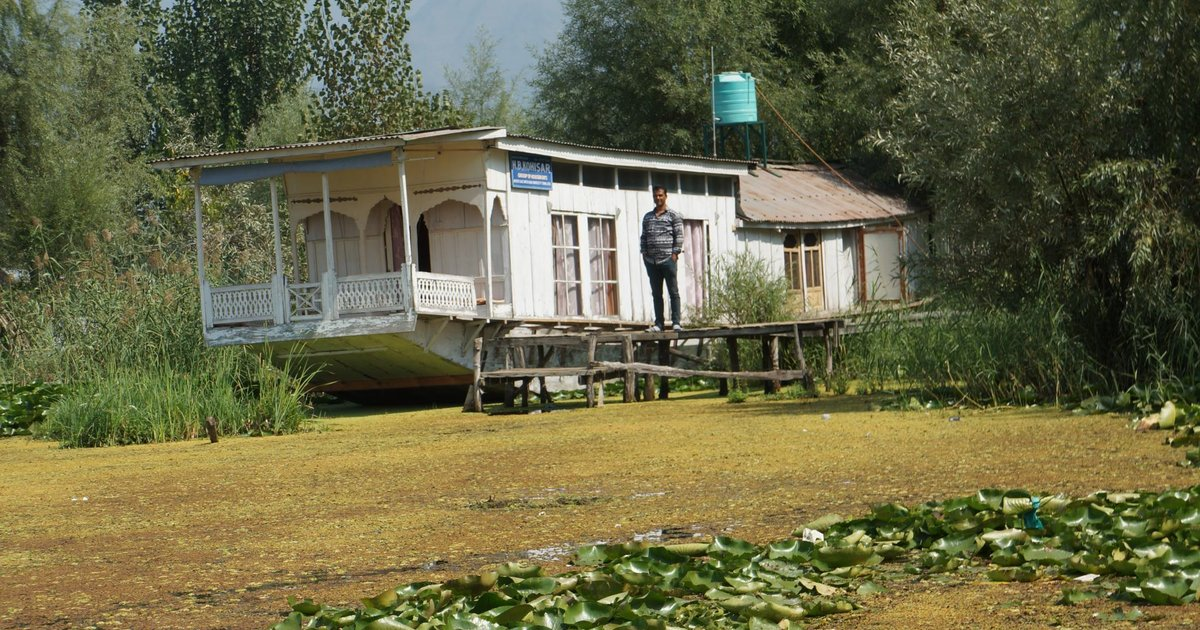 Young Kohisar Houseboat