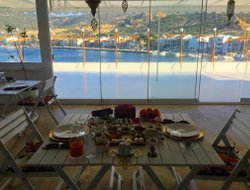 Foca hotels with sea view