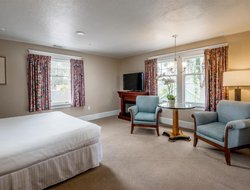 Pacific Grove hotels for families with children