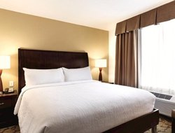 Wallingford hotels with restaurants