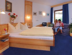 Freienfeld hotels with restaurants