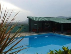 Jacone hotels with swimming pool
