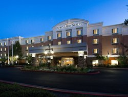 West Sacramento hotels with restaurants