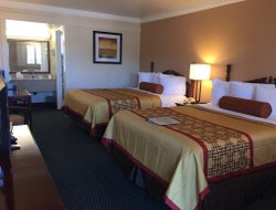 Ukiah hotels with restaurants